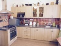 Kuchyň (Prodej domu v osobním vlastnictví 370 m², Praha 10 - Strašnice)