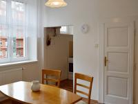jídelna - pohled ke kuch. koutu (Pronájem bytu 2+1 v družstevním vlastnictví 65 m², Praha 4 - Podolí)