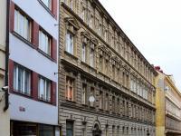 pohled na dům (Prodej bytu 2+1 v osobním vlastnictví 62 m², Praha 1 - Nové Město)
