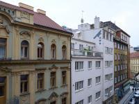 výhled z okna (Prodej bytu 2+1 v osobním vlastnictví 62 m², Praha 1 - Nové Město)