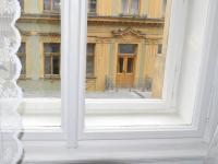 repasované špaletové okno (Prodej bytu 2+1 v osobním vlastnictví 62 m², Praha 1 - Nové Město)
