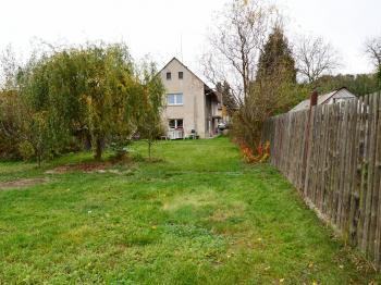 pohled na dům ze zahrady - Prodej domu v osobním vlastnictví 130 m², Želízy