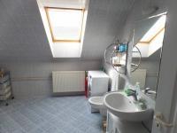 koupelna 1.patro - Prodej domu v osobním vlastnictví 322 m², Jesenice