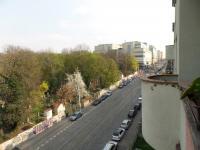 ulice Jičínská z balkonu - Prodej bytu 2+kk v osobním vlastnictví 45 m², Praha 3 - Žižkov