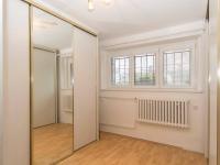 šatna - Pronájem domu v osobním vlastnictví 257 m², Praha 5 - Radlice