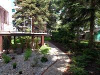terasa na východní stranu se vstupem do zahrady - Pronájem domu v osobním vlastnictví 257 m², Praha 5 - Radlice