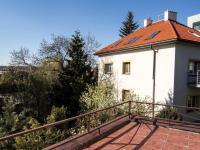 terasa na západní stranu - Pronájem domu v osobním vlastnictví 257 m², Praha 5 - Radlice