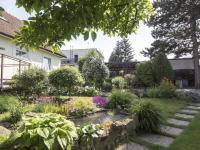 zahrada s jezírkem - Prodej domu v osobním vlastnictví 270 m², Praha 9 - Vinoř