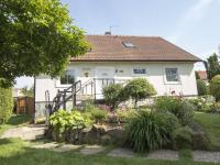 pohled na dům - Prodej domu v osobním vlastnictví 270 m², Praha 9 - Vinoř