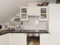 podkroví - kuchyně - Prodej domu v osobním vlastnictví 270 m², Praha 9 - Vinoř