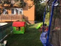 dětské hřiště u domu - Prodej bytu 3+kk v osobním vlastnictví 102 m², Praha 5 - Hlubočepy