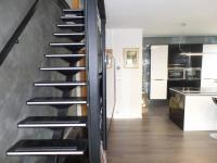 schody do ložnice - Prodej bytu 3+kk v osobním vlastnictví 102 m², Praha 5 - Hlubočepy