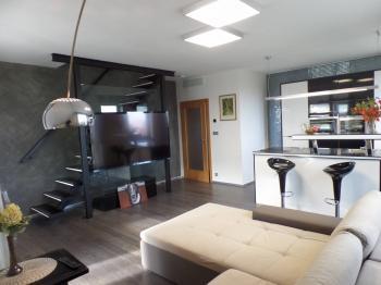 obývací pokoj - Prodej bytu 3+kk v osobním vlastnictví 102 m², Praha 5 - Hlubočepy