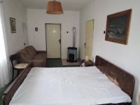 ložnice (Prodej domu v osobním vlastnictví 90 m², Břežany)