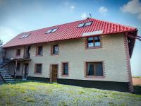 dům zepředu (Prodej domu v osobním vlastnictví 513 m², Mšecké Žehrovice)