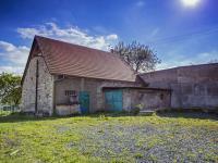 stodola a garáž (Prodej domu v osobním vlastnictví 513 m², Mšecké Žehrovice)