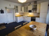kuchyň s jídelnou (Prodej domu v osobním vlastnictví 513 m², Mšecké Žehrovice)