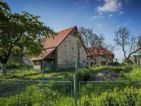 příjezdový pohled (Prodej domu v osobním vlastnictví 513 m², Mšecké Žehrovice)