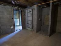 koupelna v patře (Prodej domu v osobním vlastnictví 513 m², Mšecké Žehrovice)