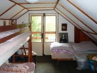 V podkroví je místo na spaní (Prodej chaty / chalupy 85 m², Skryje)