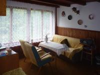 do hlavní místnosti, která slouží (Prodej chaty / chalupy 85 m², Skryje)