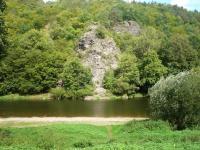 Vyhřívací skála u vodáckého tábořiště (Prodej chaty / chalupy 85 m², Skryje)