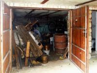 Do garáže se vejde auto (Prodej chaty / chalupy 85 m², Skryje)