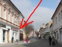 Pohled směrem k náměstí (Pronájem komerčního objektu 64 m², Rakovník)