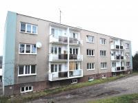 pohled na dům (Prodej bytu 3+1 v družstevním vlastnictví 68 m², Zvoleněves)