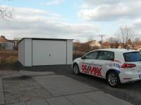 nová garáž součástí prodeje (Prodej bytu 3+1 v osobním vlastnictví 65 m², Hořesedly)