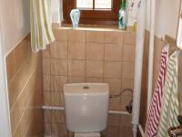 splachovací toaletu. (Prodej domu v osobním vlastnictví 110 m², Lubenec)