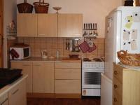 Z velké kuchyně pokračujeme (Prodej domu v osobním vlastnictví 110 m², Lubenec)