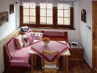 Veranda ukrývá jídelní kout, (Prodej domu v osobním vlastnictví 110 m², Lubenec)