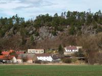 Malebná obec pod skalami. (Prodej domu v osobním vlastnictví 110 m², Lubenec)