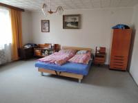ložnice (Prodej domu v osobním vlastnictví 186 m², Kladno)