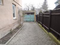 vjezd ke garáži (Prodej domu v osobním vlastnictví 186 m², Kladno)