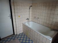 koupelna v patře (Prodej domu v osobním vlastnictví 186 m², Kladno)