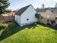 pohled na stodolu  a dvůr z balkonu (Prodej domu v osobním vlastnictví 140 m², Šanov)