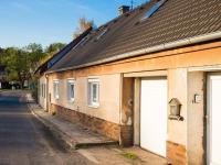 Pohled na dům z ulice - Prodej domu v osobním vlastnictví 150 m², Ledce