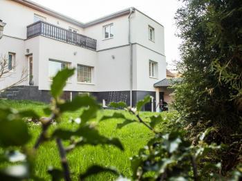 Pohled na dům ze zahrady - Prodej domu v osobním vlastnictví 150 m², Ledce