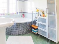 2 NP Koupelna k ložnici 2  - Prodej domu v osobním vlastnictví 150 m², Ledce