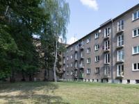 Pohled na dům (Prodej bytu 2+1 v osobním vlastnictví 52 m², Kladno)