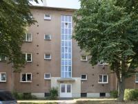 Pohled na vchod (Prodej bytu 2+1 v osobním vlastnictví 52 m², Kladno)