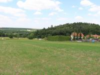 jižní pohled (z pozemku) - Prodej pozemku 1920 m², Žižice