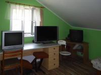 Zde jsou celkem tři pokoje,  (Prodej domu v osobním vlastnictví 90 m², Vráž)