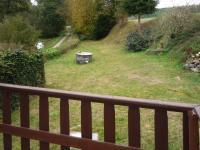 Z terasy zhlédneme vlastní pozemek (Prodej chaty / chalupy 30 m², Kožlany)