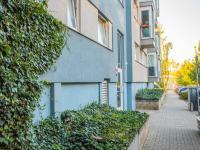 Pohled na dům (Prodej bytu 1+kk v osobním vlastnictví 35 m², Praha 9 - Letňany)