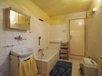 koupelna v přízemí - Prodej domu v osobním vlastnictví 178 m², Jedomělice