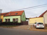 parkovací místo před domem - Prodej domu v osobním vlastnictví 178 m², Jedomělice