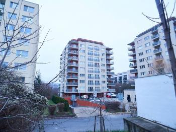 Pohled na dům - Prodej bytu 4+kk v osobním vlastnictví 134 m², Praha 5 - Košíře